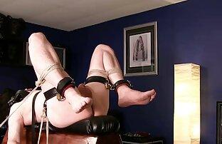 Oldnanny peliculas xxx audio latino - Jovencita rubia se masturba con una madura lesbiana