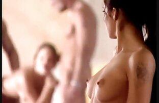Preciosa adolescente ordeñando sus grandes videos hentai en español latino tetas.