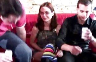 L.L. xxx videos audio latino con un vestido amarillo